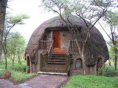 Serengeti National Park is home to the world's largest herds that make it the continent's richest grazing land. With all its natural splendor, Serengeti National Park is definitely Africa's. Crazy Houses, Little Houses, Weird Houses, Tiny Houses, Casa Dos Hobbits, Casas Containers, Serengeti National Park, Dome House, Hut House