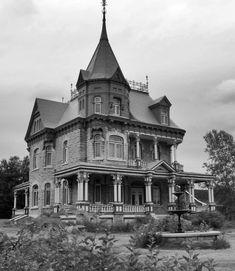 Beautiful old house ~ LOVE the Widow's Walk!