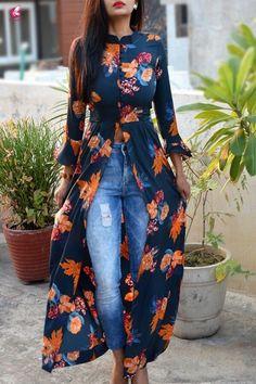 Fashion outfits - Long blouse with floral print and jeans blouse Floral Jeans kimono long print Kurti Designs Party Wear, Kurta Designs, Blouse Designs, Indian Fashion Dresses, Dress Indian Style, Fashion Outfits, Hijab Fashion, Modest Dresses, Stylish Dresses