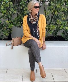 Older Women Fashion, Fashion For Women Over 40, Fashion Over 50, Cheap Fashion, Fashion Edgy, Fashion Black, Style Casual, Edgy Style, 50 Style