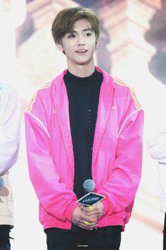 Cre: on pic Fandom Kpop, Rain Jacket, Bomber Jacket, Nct Dream Jaemin, The Big Hit, Park Ji Sung, Jisung Nct, Na Jaemin, Jung Woo