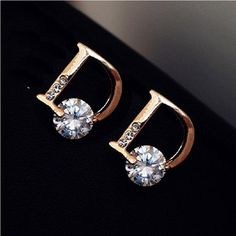 Bling beauty super fine jewelry sparkling gold color letter d individuality stud earrings - List of the most beautiful jewelry Dior Jewelry, Cute Jewelry, Luxury Jewelry, Gold Jewelry, Jewelry Accessories, Women Jewelry, Jewellery, Diamond Jewelry, Bar Stud Earrings