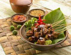 Sate sapi adalah makanan favorit banyak orang. Dengan menggunakan ketumbar dan Kecap Bango sebagai bumbu, sate ini menjadi semakin nikmat. Cocok menjadi santapan keluarga, terutama di hari Idul Adha.