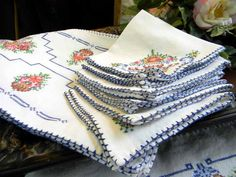 Vintage Needlepoint Linen Cross Stitch Table Runner Placemats and Matching Napkins Set