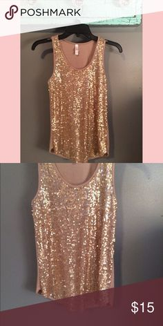 Gold sequin tank top//XS//make an offer ✨ Gold Sequin Tank- Size XS Tops Tank Tops