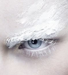 """"""" 'The White Story' photographed by Matilde Travassos for Vision China """" Make Up Art, Dark Shades, Snow Queen, Ice Queen, Snow Makeup, Hair Makeup, Eye Makeup, Makeup Pics, Makeup Trends"""