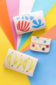Make these 3 ah-mazing DIY clutches to revamp your summer style. Diy Paper, Paper Art, Paper Crafts, Diy Crafts, Diy Clutch, Cut Out Shapes, Hacks Diy, Transfer Paper