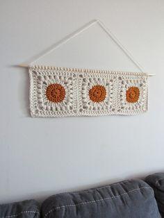 Crochet Decoration, Crochet Home Decor, Crochet Crafts, Crochet Projects, Crochet House, Crochet Wall Art, Crochet Wall Hangings, Diy Crochet Wall Hanging, Tapestry Crochet