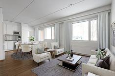 Muuten neutraaliin ja vaaleasävyiseen sisustukseen saa eloa erilaisilla printeillä ja kuvioilla. Ruudut, raidat, eläinkuosit ja muut symmetriset kuosit ovat ajattomia ja trendikkäitä. Myös eri väreillä saa muutettua kodin ilmettä kausittain. Tämä koti löytyy heti vapaasta aso-kodista Jyväskylän Savelasta osoitteesta Laajavuorentie 8! Oversized Mirror, Furniture, Home Decor, Decoration Home, Room Decor, Home Furnishings, Home Interior Design, Home Decoration, Interior Design