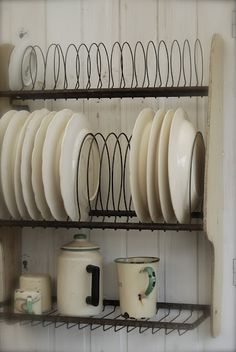 vintage plate rack -- what a neat idea!!