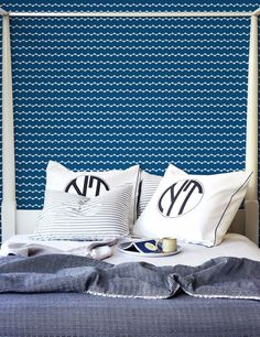 Zig zag removable wallpaper in blue