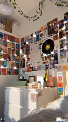 Indie Room Decor, Cute Room Decor, Teen Room Decor, Aesthetic Room Decor, Hipster Room Decor, Indie Dorm Room, Hipster Rooms, Aesthetic Painting, Wall Decor