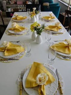 Yellow Decor Inspired By Asian Paints COTY 2018 Gelbes Dekor inspiriert von asiatischen Farben COTY 2018 This image has get. Asian Paints, Beautiful Table Settings, Table Set Up, Napkin Folding, Dinning Table, Elegant Table, Easter Table, Table Arrangements, Decoration Table