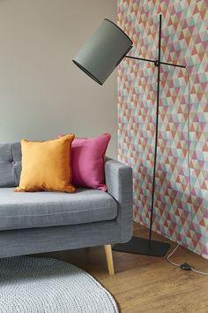 A oto nasza dwustronna poduszka. Z jednej strony pomarańczowa a z drugiej rówowa.  /And here is our two-sided pillow. On the one hand, orange and pink from the other.