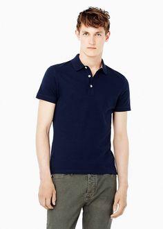 Slim Fit Basic-Poloshirt aus Baumwollpikee. Aus der Casual-Kollektion. Mit Knopfleiste, kurzen Ärmeln und Saum mit Seitenschlitzen. ZUSAMMENSETZUNG: 100% BAUMWOLLE....