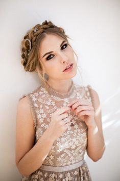 Loving the latest star trend? This ballerina bridal inspiration has the pieces you want! - My list of women's hair styles Bridal Hairstyles With Braids, Braided Hairstyles For Wedding, Wedding Updo, Headband Hairstyles, Wedding Art, Wedding Clip, Bridesmaid Hairstyles, Bridesmaid Dress Styles, Dress Wedding