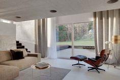 Ideen für ein graues Wohnzimmer - Lange galt die Farbe Grau als verpönt und langweilig, doch nun hat sich die Farbe gemausert und zählt zu der absoluten Trendfarbe. Der ewige Liebling Schwarz muss sich in Acht geben, dass Grau nicht das Rennen macht. https://www.homify.de/ideenbuecher/27794/ideen-fuer-ein-graues-wohnzimmer