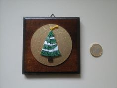 Christmas Tree Mosaic Micromosaic on Wooden Wall di Crazy4Mosaics
