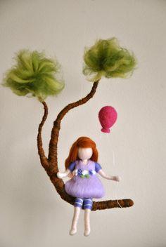 Chicas móvil Waldorf inspirado de fieltro aguja niña por MagicWool, $68.00
