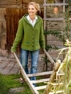 Kapuzenjacke: Hier gibt es die Strickanleitung Hooded jacket: Here is the knitting pattern Baby's sleep problems:Cozy hooded jacket mKnit baby jacket, small Crochet Pullover Pattern, Poncho Knitting Patterns, Free Knitting, Baby Knitting, Knit Crochet, Crochet Patterns, How To Start Knitting, Patterned Socks, Cardigan Outfits
