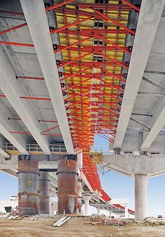 Semi-prefabricated concrete component construction method:</br> Golden Ears Bridge, Canada Prefabricated concrete girders with in-situ concrete slabs.