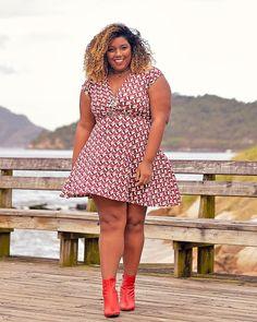 Sextou com vestido das @lojas_citycol! Já perceberam que eu tô apegada em peças vermelhas, né?! . Que tal meu look? Curtiram? . . .…