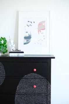 IKEA-Hack: Individualisiere Deine Möbel mit Markern  #diy #selbermachen #möbel #ausaltmachneu #kommode #doityourself Diy Interior, Hemnes, Marker, Furniture, Hacks, Home Decor, Room, Peeling Paint, Old Drawers