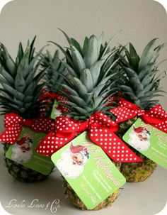 Did this last year, it was cute! Mele Kalikimaka is the thing to say on a bright Hawaiian Christmas day! - Hawaiian Christmas Gift Tag printable - give everyone a pineapple!