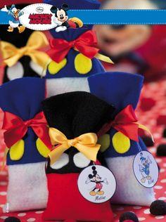Bolsitas en pañolenci descargá el paso a paso en www.eviadigital.com #manualidades y regalá a tus #amigos en su día