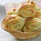 Bryndzové koláče • recept • bonvivani.sk Breakfast Recipes, Snack Recipes, Cooking Recipes, Georgian Food, Bread Dough Recipe, Good Food, Yummy Food, Czech Recipes, Pizza