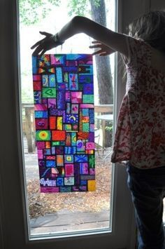 Sharpie on wax paper looks like stained glass. Easy craft for kids #StainedGlassEasy