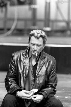 Johnny Hallyday et la cigarette, en février 2000.