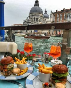 Photography breakfast around the world in 2019 travel, luxury travel, trave Luxury Food, Luxury Travel, Travel Aesthetic, Aesthetic Food, Comida Picnic, Breakfast Around The World, Picnic Date, Think Food, Photos Voyages