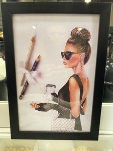 Ateliê Laço Rosa Diy Manicure, Frame, Home Decor, Acrylic Toes, Dressing Table Decor, Black Molding, Atelier, Hair Makeup, Picture Frame