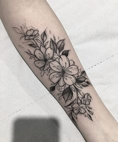 Learn more about tattoo styles and the work of Bruno Siqueira - (Tattoo artist). Forearm Tattoos, Body Art Tattoos, Small Tattoos, Sleeve Tattoos, 42 Tattoo, Piercing Tattoo, Flower Tattoo Designs, Flower Tattoos, Tatuaje Cover Up