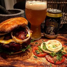 Guys, were rollinglate night midnight burgerwere talking whiskey, hot souse prepped, ready to serve your teethesbang smoked at 250F until complete in my new @traegergrills timberline850 series grill, i go with an lil salad in the sideto completely connect we join this meal with an double ipalife is good #ragnarok_norge #traeger_norge #traegergrills #traegernation #whiskey #burger#food#lifestyle #kristiansand #beer#salad#healthy#not#epic #food#cheeseburger#foodporn#delight#teambbqwarriors…