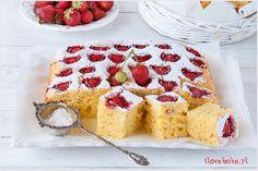 Ciasto jogurtowe z truskawkami (owocami) - I Love Bake