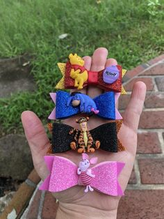 Artículos similares a Mini set winnie the pooh inspired hairbow en Etsy Diy Baby Headbands, Diy Headband, Ribbon Hair Bows, Bow Hair Clips, Disney Hair Bows, Princess Hair Bows, Fancy Bows, Disney Mickey Ears, Bow Template