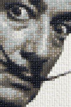 O artista conhecido com Work by Knight ou simplesmente WBK, produz uma série de retratos de famosos no meio artístico-cultural, desde Lady Gaga a Salvador Dalí, com uma técnica minuciosa que reúne milhares de pequenos objetos que juntos desenham os rostos dos personagens icônicos.    Leia mais: http://lounge.obviousmag.org/tempos_liquidos/2012/08/o-artista-conhecido-como-work.html#ixzz255i1yt8T