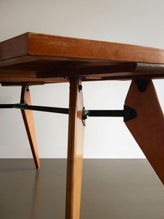 http://www.galeriedowntown.com/jean-prouve/table-demontable/