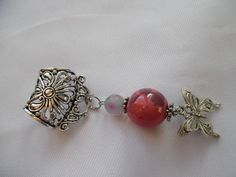 Voici ce que je viens d'ajouter dans ma boutique #etsy : Bijou de foulard habillé de rose, céramique, verre, papillon en métal argenté. https://etsy.me/2HmemG7 #accessoires #echarpe #argent #rose #bijoudefoulard #bijouaccessoire #bijouecharpe #papillin #bijoufoulard