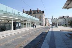 Auvents des stations Ralliement et Les Gares du tramway d'Angers | CMR - Constructions Métalliques Richard
