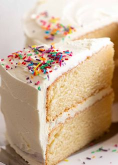 Close up of a slice of an incredible Vanilla Cake with fluffy buttercream frosting Sponge Cake Recipes, Easy Cake Recipes, Cupcake Recipes, Cupcake Cakes, Dessert Recipes, Cupcakes, Dinner Recipes, Icing Recipes, Dinner Ideas