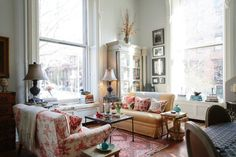 Name: Felicity Graham Sargent; educator and interior designer/owner's representative at Felicity Sargent Design Location: Brooklyn Heights; Brooklyn, NY Size: 800 square feet (studio with mezzanine) Years lived in: 2.5 years; Owned A visit to Felicity's magnificent two-story studio in Brooklyn Heights is a study in the wonders of architecture and design, past and present. Located within a late 19th-century mansion-turned-apartments, the space respects its structural and aesthetic roots…