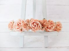 This flower crown is a mix of roses in different size in orangey peach color.  Color you will get is PEACH.  PLEASE NOTE Colours may appear lighter in the photos  Model wears similar crown in last photo for size reference.  >>>>>>>>>>>>>>>>>>>>>>>>>>>>>>>>  MATERIAL: mulberry paper flowers, jute rope.  SIZE: adjustable to fit both kids and adults (tied with flowers).  SHIPPING: from Thailand it ta...