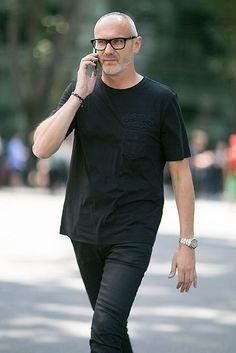 黒Tシャツ×ブラックジーンズ | メンズファッションスナップ フリーク | 着こなしNo:120072