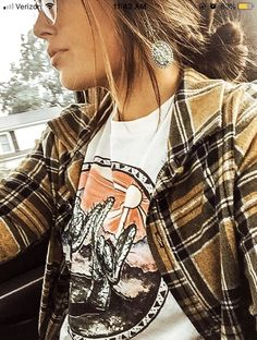 Just not the under tee shirt western chic, fall winter outfits, country Mode Outfits, Casual Outfits, Fashion Outfits, Womens Fashion, Looks Style, My Style, Country Style Outfits, Country Dresses, Western Dresses