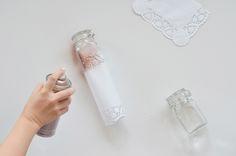 DIY mit Spitzendeckchen: Hübsche Windlichter aus Spitze und Kupferspray basteln. Do It Yourself: https://bonnyundkleid.com/2015/10/herbstdeko-kuerbisse-kupfer-anspruehen/