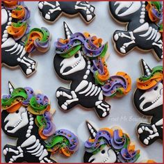 Make your Halloween special by baking some Halloween Cookies. Here are the best Halloween Sugar cookies ideas and royal icing decorations for your inspo. Halloween Desserts, Halloween Torte, Halloween Cookies Decorated, Halloween Sugar Cookies, Halloween Treats, Spooky Halloween, Halloween Costumes, Halloween Foods, Halloween Cupcakes