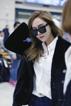 Jessica Jung Airport Fashion 170215 2017 Jessica & Krystal, Krystal Jung, Yoona, Jessica Jung Fashion, Fashion Brand, Womens Fashion, Fashion Design, Snsd Airport Fashion, Korean Celebrities